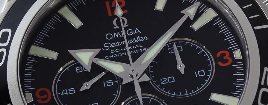 markantes Zeigerspiel der Omega Seamaster